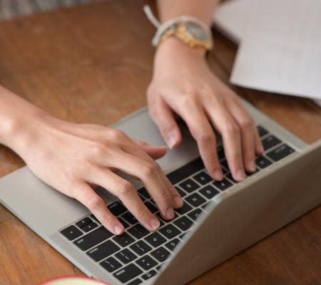 pisanie nalaptopie